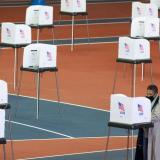 FBI investiga llamadas robotizadas que instaron a votantes a no salir de casa