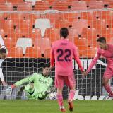 Valencia golea 4-1 al Real Madrid