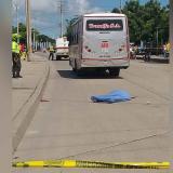 Mujer perdió la vida tras ser arrollada por un bus