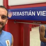 El saludo de Diego Godín a Sebastián Viera