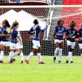 Las Tiburonas celebraron en grupo el gol de Andrea Pérez.