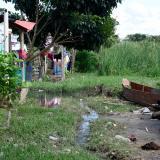 Estas casas en Mesolandia han sido construidas en la zona de amortiguación de la ciénaga.