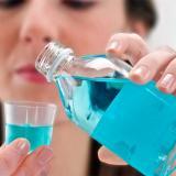 No se ha probado  que el enjuague bucal mate el coronavirus en 30 segundos
