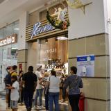 Compradores en el centro comercial Portal del Prado de Barranquilla en el Black Friday.