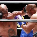 """Tyson y Jones Jr. cumplen al presentar sus """"habilidades"""" en combate nulo"""