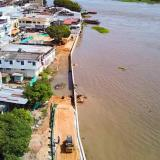 En El Banco, un muro de contención protege al comercio de inundaciones
