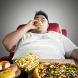 Evite que su compulsión por la comida lo arrastre a un trastorno por atracón