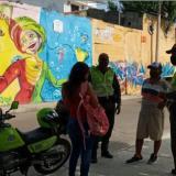 La Policía Metropolitana es la encargada de vigilar las medidas en los 11 barrios que están cercados.