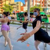 Un grupo de bailarinas de ballet se tomaron las calles para protestar de manera pacífica.