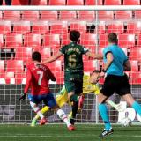 Acción del gol anotado por el colombiano Luis Javier Suárez.