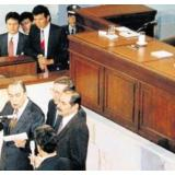 La firma de la Constitución el 4 de julio de 1991, con la presencia del expresidente César Gaviria.