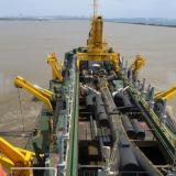 Draga adelanta sus labores en el Puerto de Barranquilla.