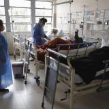 """Perú investiga un """"evento adverso serio"""" en voluntario de vacuna de Sinopharm"""