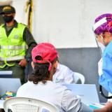 Una de las primeras pruebas masivas a conglomerados ayer en Cartagena.