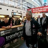 Reinaldo Rueda aterrizó ayer en Bogotá, donde hizo escala antes de llegar a Cali.