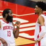 Los Rockets triunfaron por 128-106 ante los Spurs de San Antonio.
