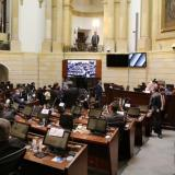 Polémica por aumento de salario a congresistas