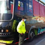 Bus hurtado en Bogotá terminó de lujosa chiva rumbera en Cartagena