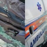 Estados en el que quedó la ambulancia tras el atque a piedras.