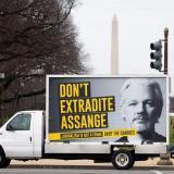 La madre de Assange pide a EE.UU. que desista de extraditar a su hijo