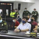 El alcalde Jaime Pumarejo junto a los generales Alarcón y Rosero, al término del Consejo de Seguridad Distrital.