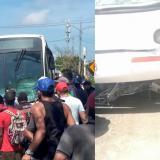 Bus de Transmetro arrolla moto tras invadir su carril: dos heridos
