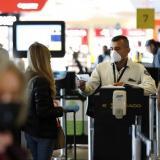 Hombre admitió tener Covid tras llegar a Bogotá en un avión con 150 pasajeros