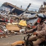 Suben a 73 los muertos del terremoto en la isla indonesia de Célebes