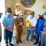 El viceministro de Turismo, Julián Guerrero; el director de Cormagdalena, Pedro Pablo Jurado, y el alcalde Rafal Valle, entre otros, en la visita a San Estanislao de Kotska-Arenal.