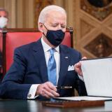 Las 17 medidas aprobadas por Biden en su primer día en la Casa Blanca