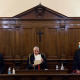 El Vaticano condena al expresidente de su banco y a dos socios por malversar