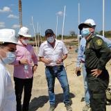 Los funcionarios en la inspección de la nueva cárcel.