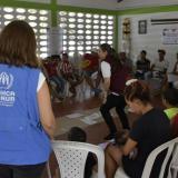 Personal de la Arcnur durante una charla de integración con migrantes.