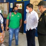 El ministro de Justicia, Wilson Ruiz, y el nuevo director del Inpec, general Mariano Botero, en la visita de este viernes a Cartagena.