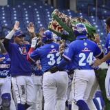 Los jugadores de Caimanes celebraron con emoción la victoria en el Juego 6.