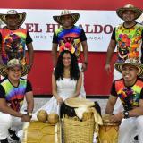 Arriba de izquierda a derecha: el flautero Cristian Páez, el tamborero y compositor Gilmar Páez y el tamborero Alixaid Barrozo. Abajo en el mismo orden: el maraquero Brayan Hernández, la cantante Anita Carmona y Jimmy Vergara (llamador).