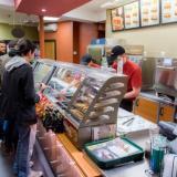 """Demandan a la cadena de restaurantes Subway por utilizar """"atún falso"""""""