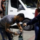 """Mexicanos llevan """"oxígeno sobre ruedas"""" a enfermos de covid-19 en Jalisco"""