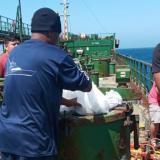 Marinos de barco fondeado frente a la bahía de Santa Marta lanzan S.O.S