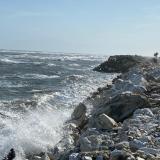 Caicedo pide a Gobierno Nacional mitigar erosión costera en Km 19