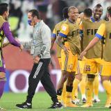 Luis Quiñones celebra con Julián Quiñones el paso a la final del Mundial de Clubes.
