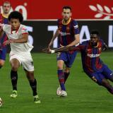 Koundé y Rakitic dan ventaja al Sevilla para la vuelta del Camp Nou