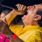 Jorge Oñate tiene 53 años alegrando con su canto a los amantes del vallenato.