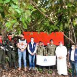 Momentos en los que la comisión humanitaria recibía a los soldados.