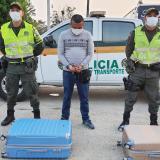 Capturan a un viajero que transportaba marihuana en dos maletas