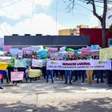 Trabajadores y usuarios de Ambuq durante la protesta.