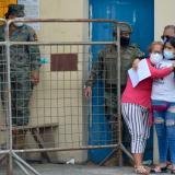 Familiares de reclusos se lamentan frente al Centro de Privación de Libertad Zonal 8.