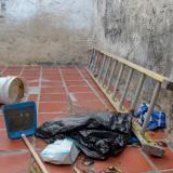 Esta fue la escalera que utilizaron los presuntos ladrones para escapar.