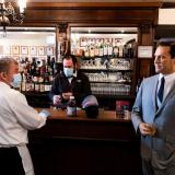 Figuras de cera acompañan a los comensales en un restaurante de Nueva York