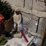 Altar encontrado en medio de los operativos de la Policía.
